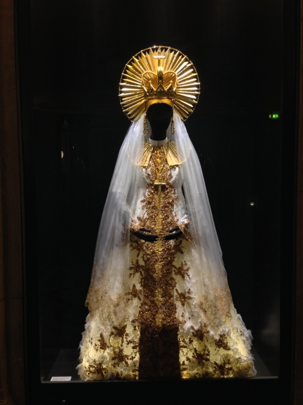 Aïda's wedding dress.